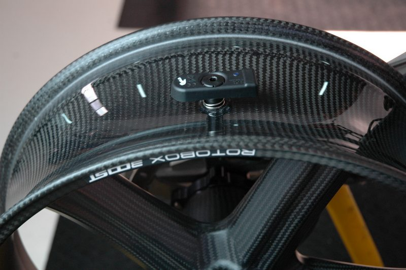 Rotobox carbon fiber wheel with temperature and pressure sensor